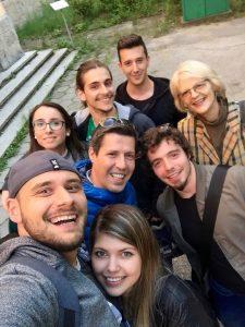 Част от настоящите студенти и проф. Огнянова